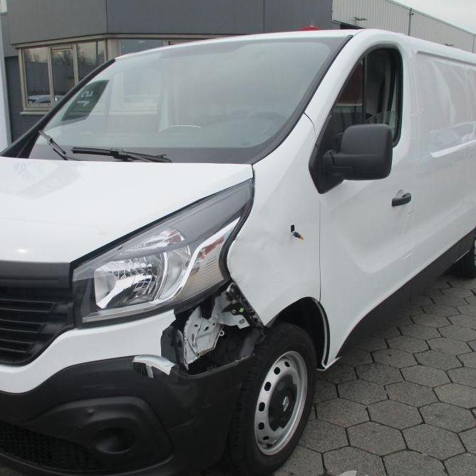 2-bedrijfswagen-opel-vivaro-schade